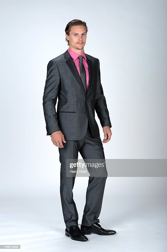 <a gi-track='captionPersonalityLinkClicked' href=/galleries/search?phrase=Erik+Karlsson&family=editorial&specificpeople=5370939 ng-click='$event.stopPropagation()'>Erik Karlsson</a> of the Ottawa Senators poses for a portrait during the 2012 NHL Awards at the Encore Theater at the Wynn Las Vegas on June 20, 2012 in Las Vegas, Nevada.