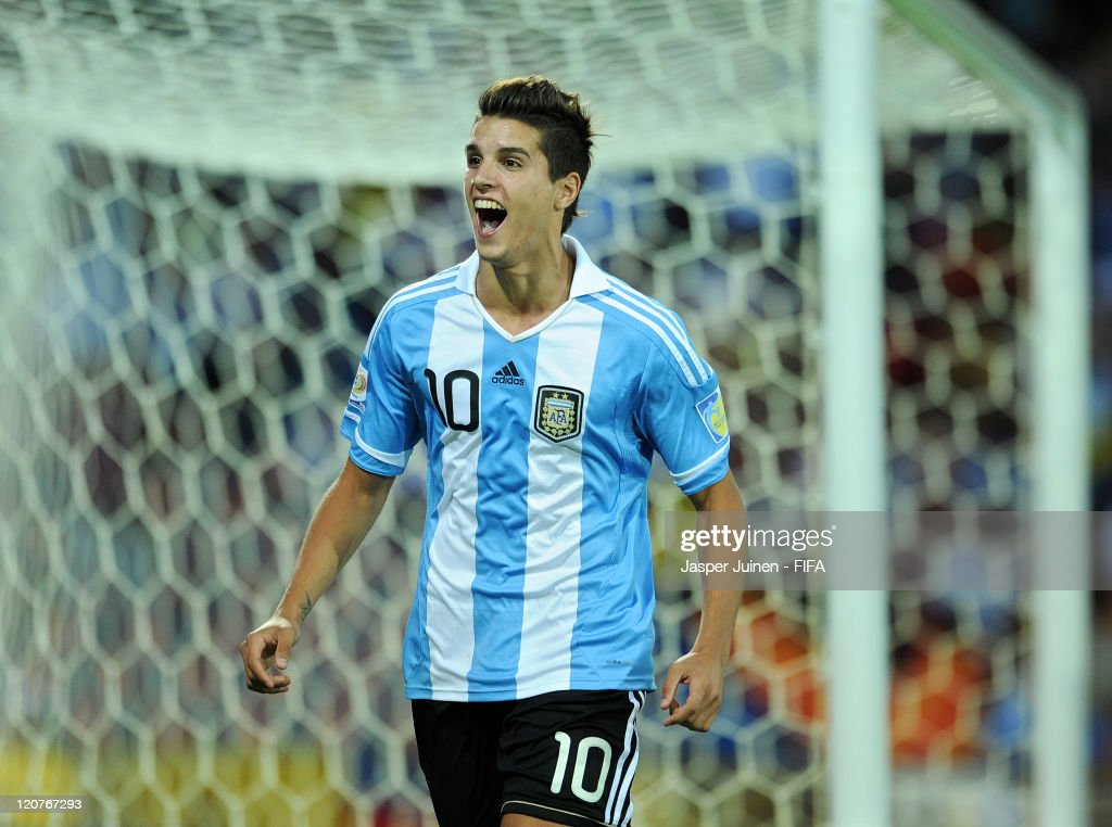 <a gi-track='captionPersonalityLinkClicked' href=/galleries/search?phrase=Erik+Lamela&family=editorial&specificpeople=7198648 ng-click='$event.stopPropagation()'>Erik Lamela</a> of Argentina celebrates scoring from the penalty spot during the FIFA U-20 World Cup Colombia 2011 round of 16 match between Argentina and Egypt at the Atanasio Girardot stadium on August 9, 2011 in Medellin, Colombia.