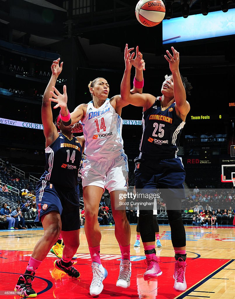Erika de Souza #14 of the Atlanta Dream battles for a loose ball against Alyssa Thomas #25 of the Connecticut Sun on July 29, 2014 at Philips Arena in Atlanta, Georgia.