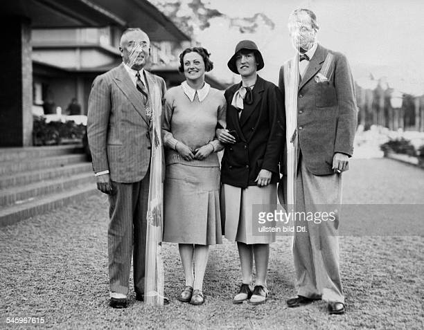 Erika Sellschopp Golfspielerin Dvon 19121927 siebenmal deutsche DamenmeisterinSiegerin im großen Damenpreisvon links Bankier Herbert Guttmann...