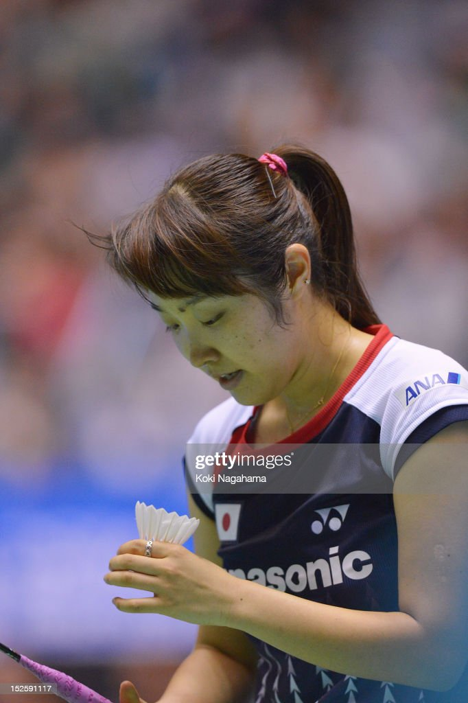 <a gi-track='captionPersonalityLinkClicked' href=/galleries/search?phrase=Eriko+Hirose&family=editorial&specificpeople=654988 ng-click='$event.stopPropagation()'>Eriko Hirose</a> of Japan prepares to serve in the women's singles semi final match against Porntip Buranaprasertsuk of Thailand during day four of the Yonex Open Japan 2012 at Yoyogi Gymnasium on September 22, 2012 in Tokyo, Japan.