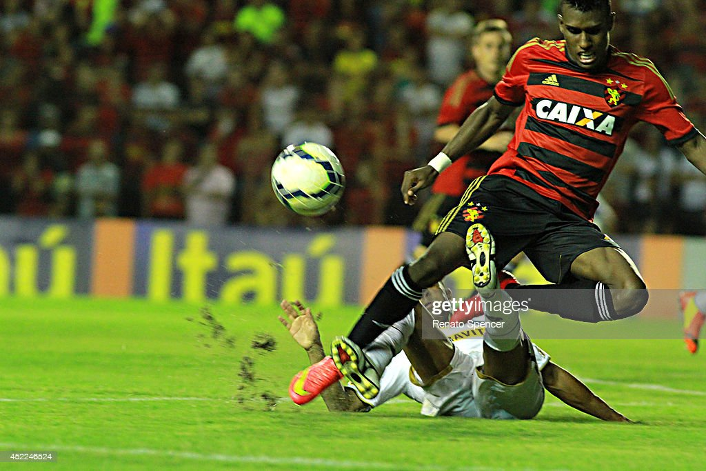 Eriko Jr of Sport Recife battles for the ball with Junior Cesar of Botafogo during the Brasileirao Series A 2014 match between Sport Recife and Botafogo at Ilha do Retiro Stadium on July 16, 2014 in Recife, Brazil.