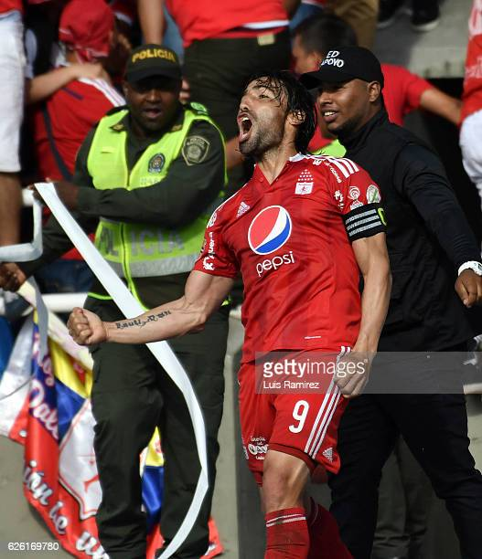 Ernesto Farias of America de Cali celebrates after scoring the first goal of his team during a match between America de Cali and Deportes Quindio as...