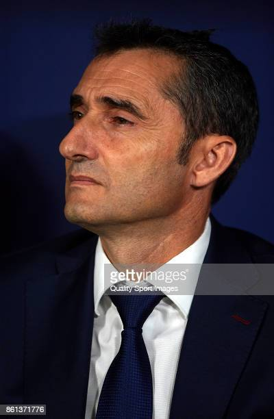 Ernesto Valverde Manager of Barcelona looks on prior to the La Liga match between Atletico Madrid and Barcelona at Estadio Wanda Metropolitano on...