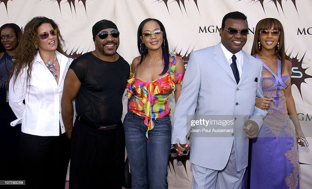 Ernie and Ronald Isley with guests during VH1 Divas Duets A Concert to Benefit the VH1 Save the Music Foundation Arrivals at MGM Grand Garden Arena...