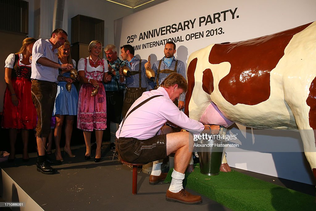 <a gi-track='captionPersonalityLinkClicked' href=/galleries/search?phrase=Ernie+Els&family=editorial&specificpeople=162688 ng-click='$event.stopPropagation()'>Ernie Els</a> competes in a cow milking fun competition during the BMW International Open 25th Anniversary Party at Rilano No.6 Lenbach Palais on June 21, 2013 in Munich, Germany.