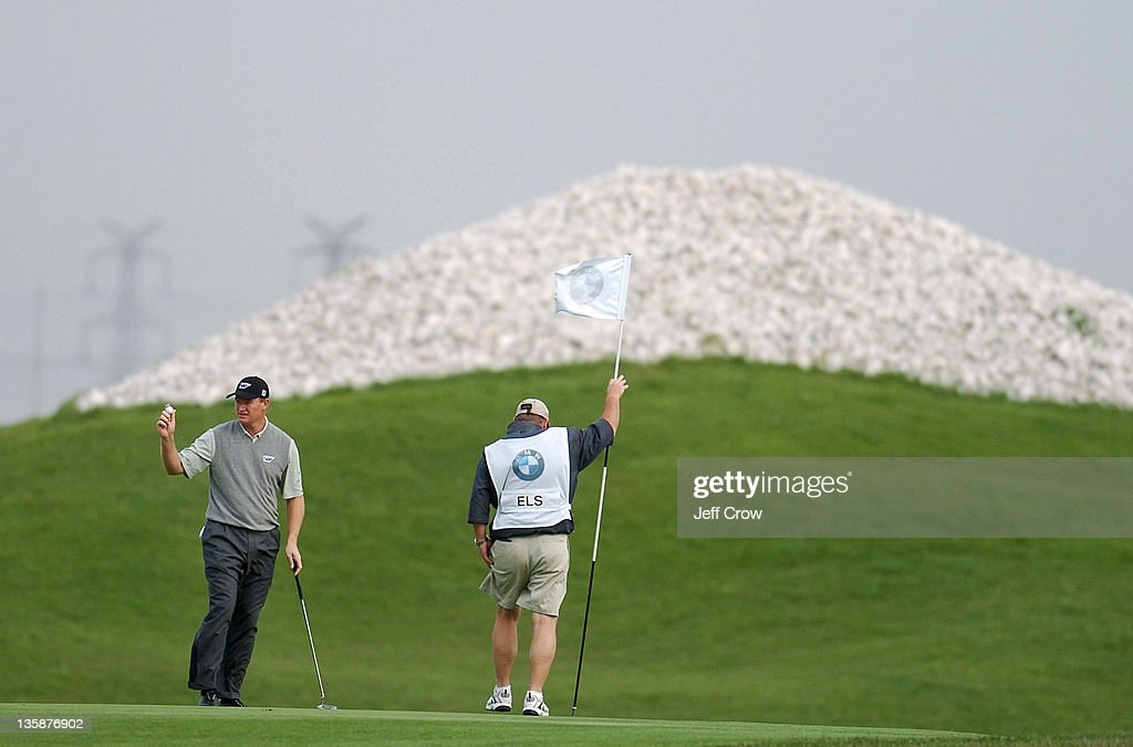 Ernie Els from South Africa putts out on the 9th while playing the continued round four. Els won by 13 strokes at 26 under par BMW Asian Open, Tomson Golf Club Shanghai China May 2, 2005.