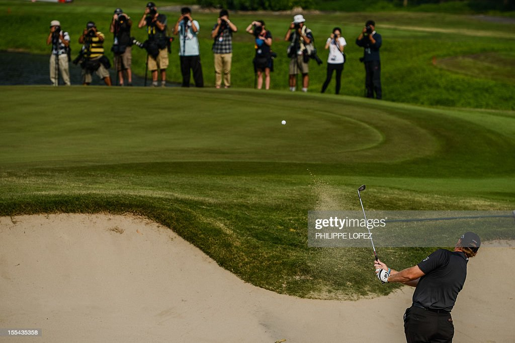 Ernie Els of South Africa hits out of a bunker during the last round of the WGC-HSBC Champions golf tournament held on the Olazabal Course at Mission Hill Golf Club in Dongguan on November 4, 2012. AFP PHOTO / Philippe Lopez