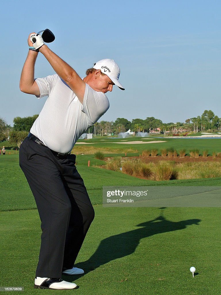 <a gi-track='captionPersonalityLinkClicked' href=/galleries/search?phrase=Ernie+Els&family=editorial&specificpeople=162688 ng-click='$event.stopPropagation()'>Ernie Els</a> of South Africa plays a shot on the 18th hole during the first round of the Honda Classic on February 28, 2013 in Palm Beach Gardens, Florida.