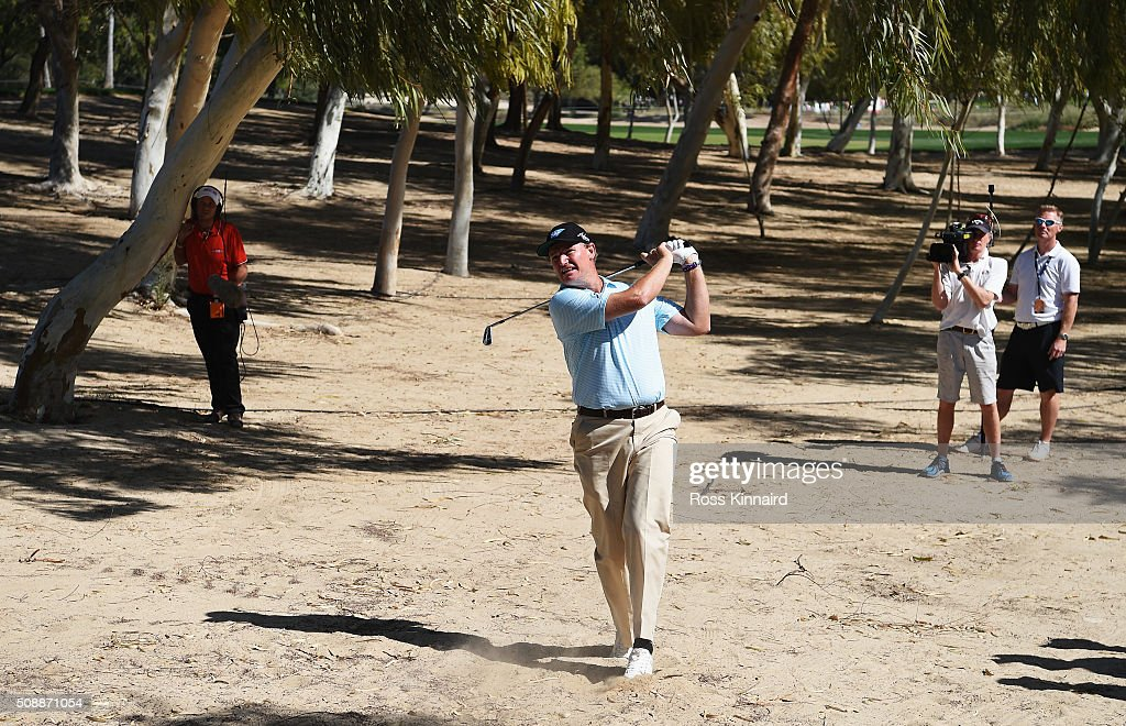 <a gi-track='captionPersonalityLinkClicked' href=/galleries/search?phrase=Ernie+Els&family=editorial&specificpeople=162688 ng-click='$event.stopPropagation()'>Ernie Els</a> of South Africa plays his second shot on the 18th hole during the final round of the Omega Dubai Desert Classic at the Emirates Golf Club on February 7, 2016 in Dubai, United Arab Emirates.