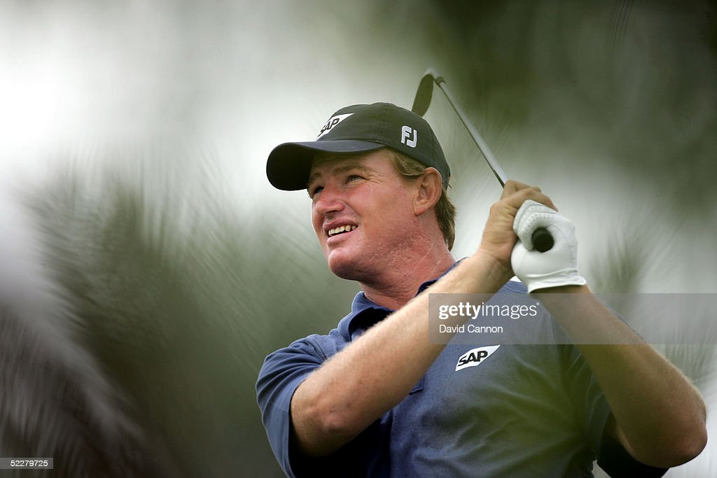 Ernie Els of South Africa plays his tee shot at the 4th during the third round of the 2005 Dubai Desert Classic on the Majilis Course at the Emirates Golf Club, on March 05, 2005, in Dubai, United Arab Emirates.