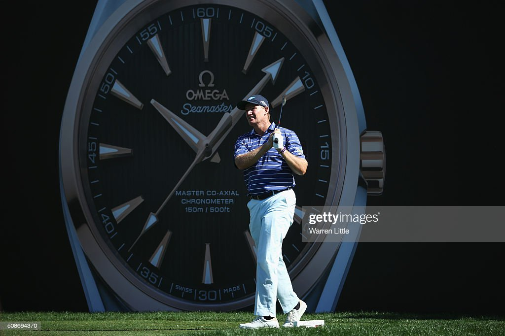 <a gi-track='captionPersonalityLinkClicked' href=/galleries/search?phrase=Ernie+Els&family=editorial&specificpeople=162688 ng-click='$event.stopPropagation()'>Ernie Els</a> of South Africa tees off on the 7th tee during the third round of the Omega Dubai Desert Classic at the Emirates Golf Club on February 6, 2016 in Dubai, United Arab Emirates.