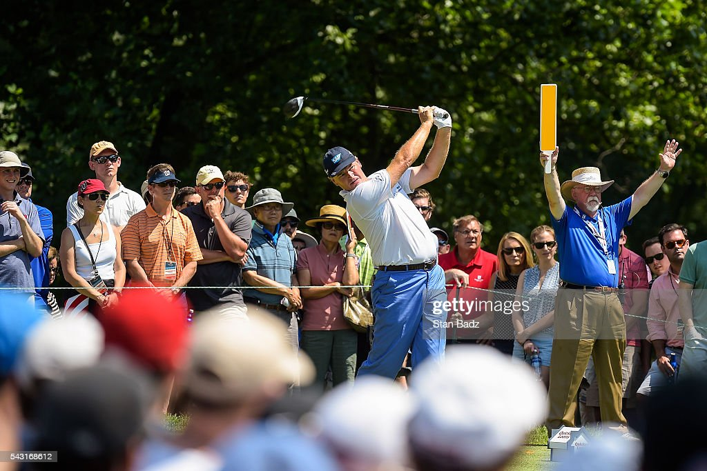 <a gi-track='captionPersonalityLinkClicked' href=/galleries/search?phrase=Ernie+Els&family=editorial&specificpeople=162688 ng-click='$event.stopPropagation()'>Ernie Els</a> of South Africa tees off on the fourth hole as fans watch during the final round of the Quicken Loans National at Congressional Country Club (Blue) on June 26, 2016 in Bethesda, Maryland.