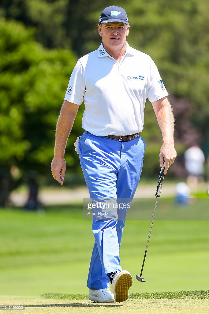 <a gi-track='captionPersonalityLinkClicked' href=/galleries/search?phrase=Ernie+Els&family=editorial&specificpeople=162688 ng-click='$event.stopPropagation()'>Ernie Els</a> of South Africa walks on the first hole green during the final round of the Quicken Loans National at Congressional Country Club (Blue) on June 26, 2016 in Bethesda, Maryland.