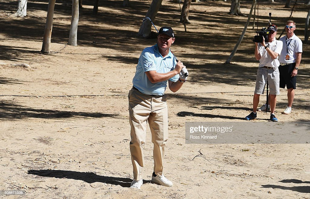 <a gi-track='captionPersonalityLinkClicked' href=/galleries/search?phrase=Ernie+Els&family=editorial&specificpeople=162688 ng-click='$event.stopPropagation()'>Ernie Els</a> of South Africa watches his second shot on the 18th hole during the final round of the Omega Dubai Desert Classic at the Emirates Golf Club on February 7, 2016 in Dubai, United Arab Emirates.