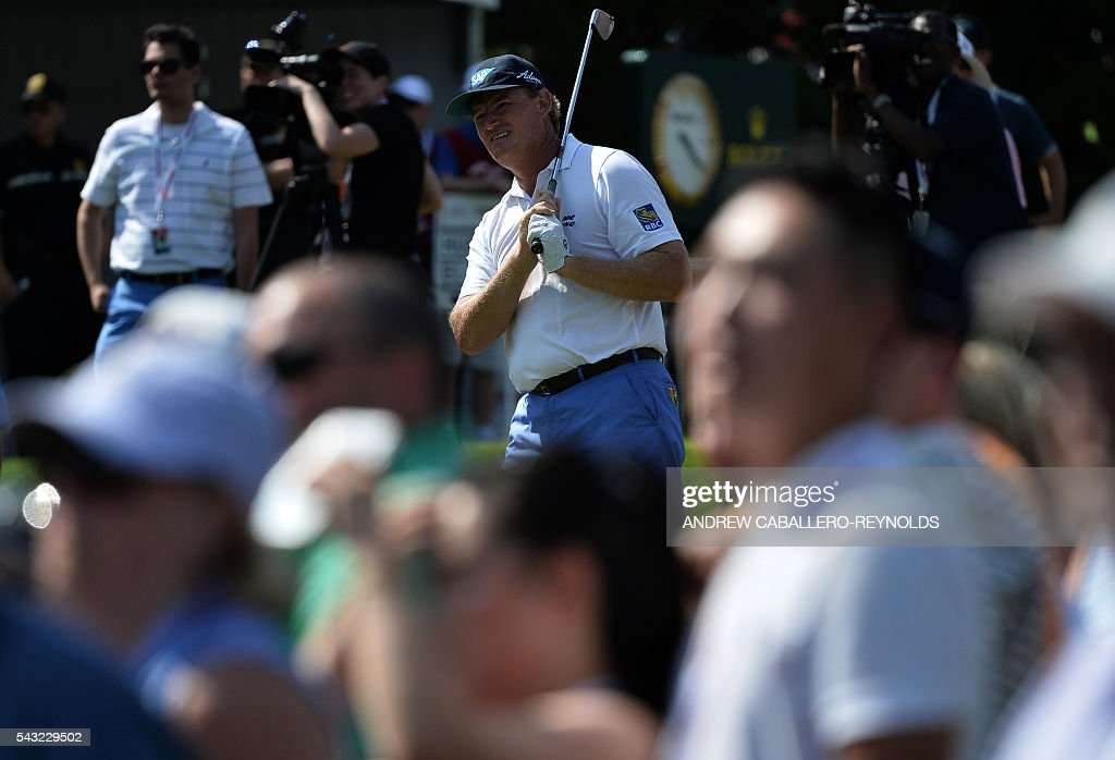 Ernie Els plays a shot during the Quicken Loans National at Congressional Country Club in Bethesda, Maryland on June 26, 2016. / AFP / ANDREW