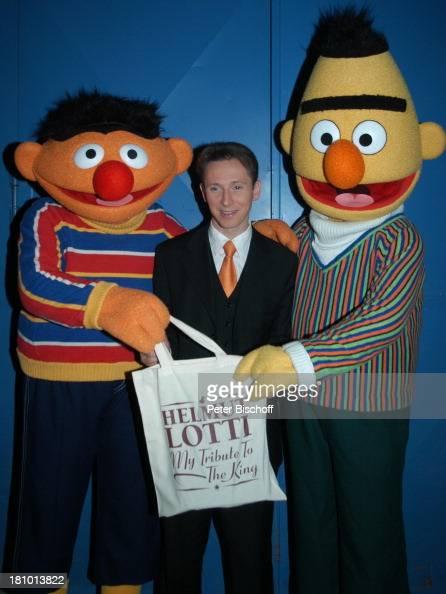 Ernie Helmut Lotti Bert NDR/ARDKindershow 'Sesamstraße' beim OlympiaStadion München 30 Jahre Sesamstraße Jubiläum Stofftasche mit Aufschrit 'Helmut...