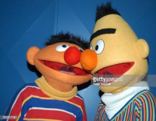 Ernie und Bert NDR/ARDKindershow 'Sesamstraße' beim OlympiaStadion München 30 Jahre Sesamstraße Jubiläum