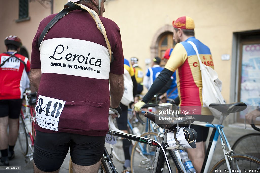 CONTENT] 'L'Eroica' is one of the most famous old-style cyclo-tourist event in the world. More than 5.000 participants every years crossing the Chianti landscape and its famous 'white road', with vintage bycicle and pure passion for cyclism.