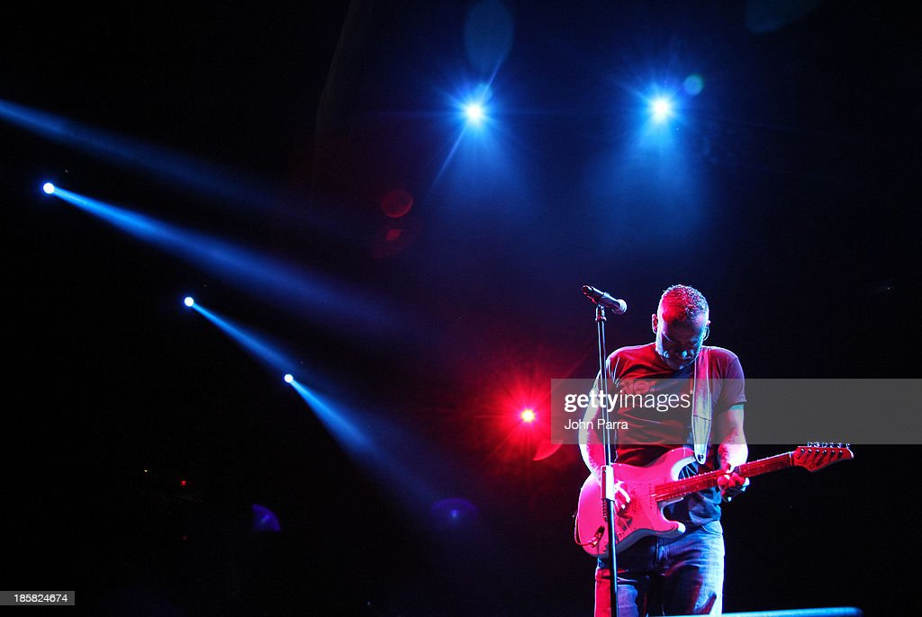 Eros Ramazotti performs at American Airlines Arena on October 24, 2013 in Miami, Florida.