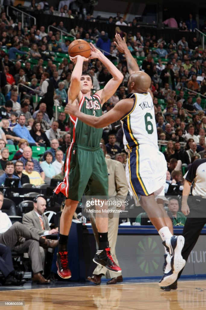 <a gi-track='captionPersonalityLinkClicked' href=/galleries/search?phrase=Ersan+Ilyasova&family=editorial&specificpeople=557070 ng-click='$event.stopPropagation()'>Ersan Ilyasova</a> #7 of the Milwaukee Bucks shoots against <a gi-track='captionPersonalityLinkClicked' href=/galleries/search?phrase=Jamaal+Tinsley&family=editorial&specificpeople=202203 ng-click='$event.stopPropagation()'>Jamaal Tinsley</a> #6 of the Utah Jazz at Energy Solutions Arena on February 06, 2013 in Salt Lake City, Utah.