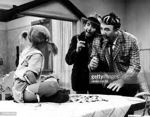 Erster Film der Serie von Kinofilmennach den Romanen der schwedischenKinderbuchautorin Astrid LindgrenPippi Langstrumpf inweiteren Rollen Hans Clarin...