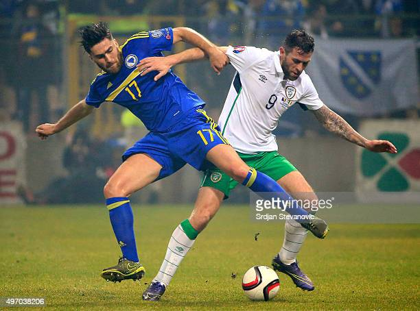 HERZEGOVINA NOVEMBER 13 Ervin Zukanovic of Bosnia is challenged by Daryl Murphy of Ireland during the EURO 2016 Qualifier PlayOff First Leg between...