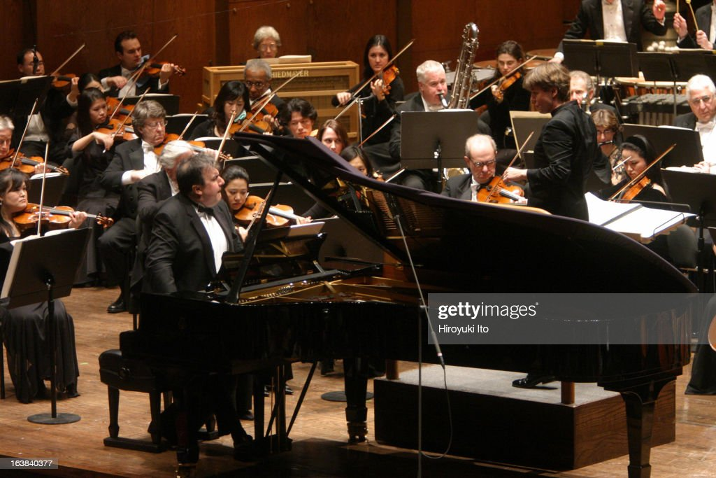 EsaPekka Salonen conducts the New York Philharmonic in his own 'Piano Concerto' with the soloist Yefim Bronfman at Avery Fisher Hall on February 1...