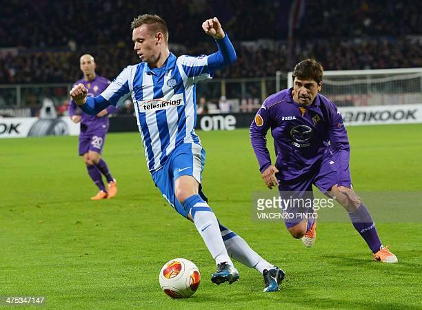 Esbjerg's forward Casper Nielsen vies Fiorentina's Uruguayan midfielder Marcelo David Cortes Pizarro during the round of 32 UEFA Europa League...