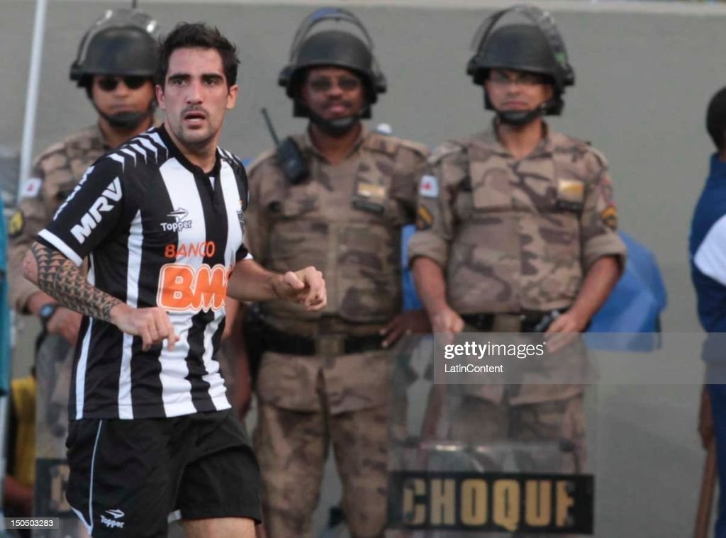 Escudero of Atletico MG during a match between Botafogo and Atletico MG as part ot the Brazilian Championship at Independence Stadium on August 19, 2012 in Belo Horizonte, Brazil.