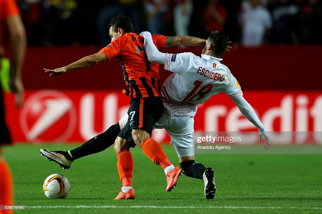 Escudero of Sevilla in action against Wellington Nem of Shakhtar Donetsk during the UEFA Europa League semifinal second leg football match between...