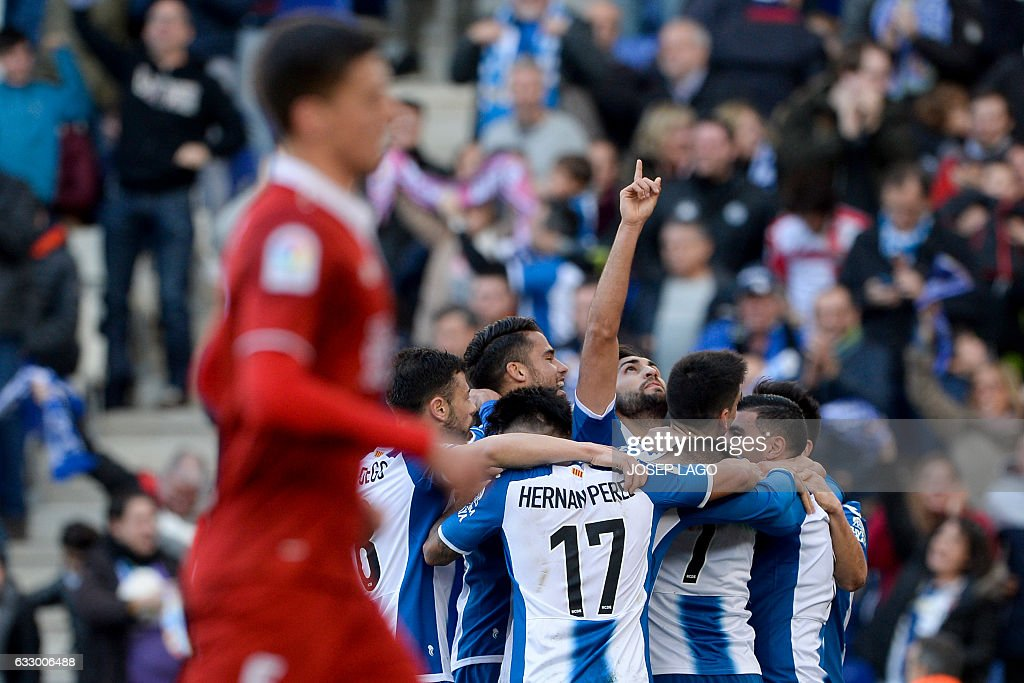 Espanyol's defender Marc Navarro (C) gestures as he celebrates a goal with teammates during the Spanish league football match RCD Espanyol vs Sevilla FC atthe Cornella-El Prat stadium in Cornella de Llobregat on January 29, 2017. / AFP / Josep Lago