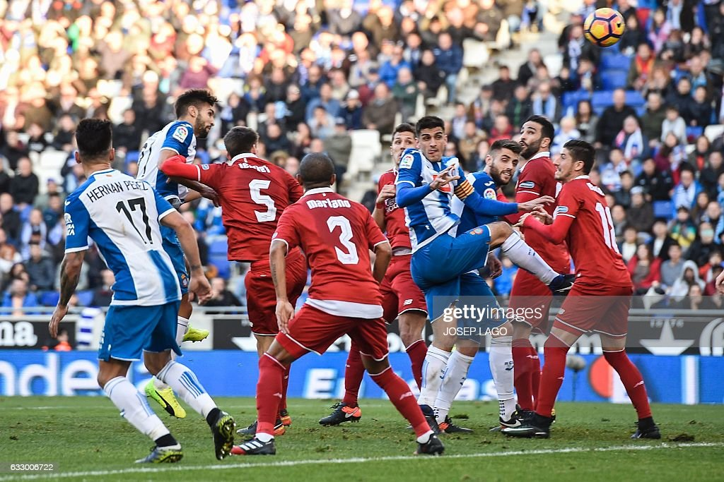 Espanyol's defender Marc Navarro (2L) heads the ball to score a goal during the Spanish league football match RCD Espanyol vs Sevilla FC atthe Cornella-El Prat stadium in Cornella de Llobregat on January 29, 2017. / AFP / Josep Lago