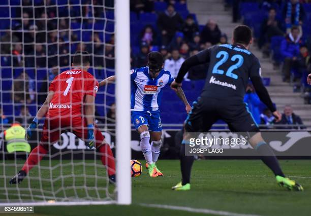Espanyol's Paraguayan midfielder Hernan Perez gets prepared to kick and score against Real Sociedad's Argentinian goalkeeper Geronimo Rulli during...