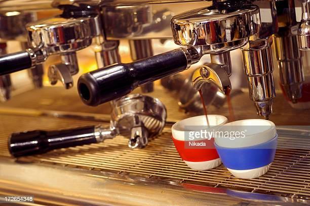 Macchina per il caffè Espresso al lavoro