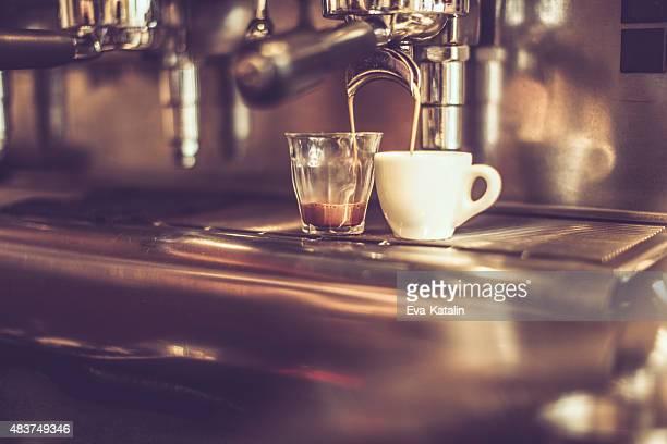 Facendo caffè Espresso macchina