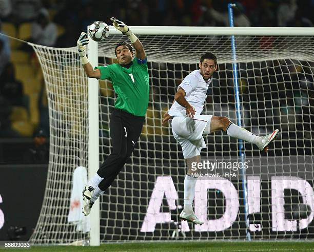 Essam El Hadary of Egypt catches the ball under pressure from Clint Dempsey of USA during the FIFA Confederations Cup Group B match between Egypt and...