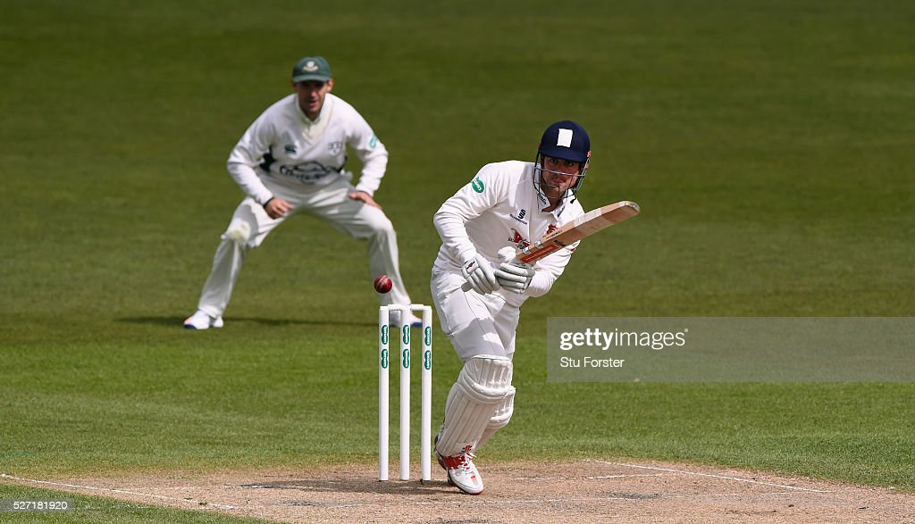 Esses batsman <a gi-track='captionPersonalityLinkClicked' href=/galleries/search?phrase=Alastair+Cook+-+Jugadora+de+cr%C3%ADquet&family=editorial&specificpeople=571475 ng-click='$event.stopPropagation()'>Alastair Cook</a> picks up some runs watched by Daryl Mitchell during day two of the Specsavers County Championship Division Two match between Worcestershire and Essex at New Road on May 2, 2016 in Worcester, England.