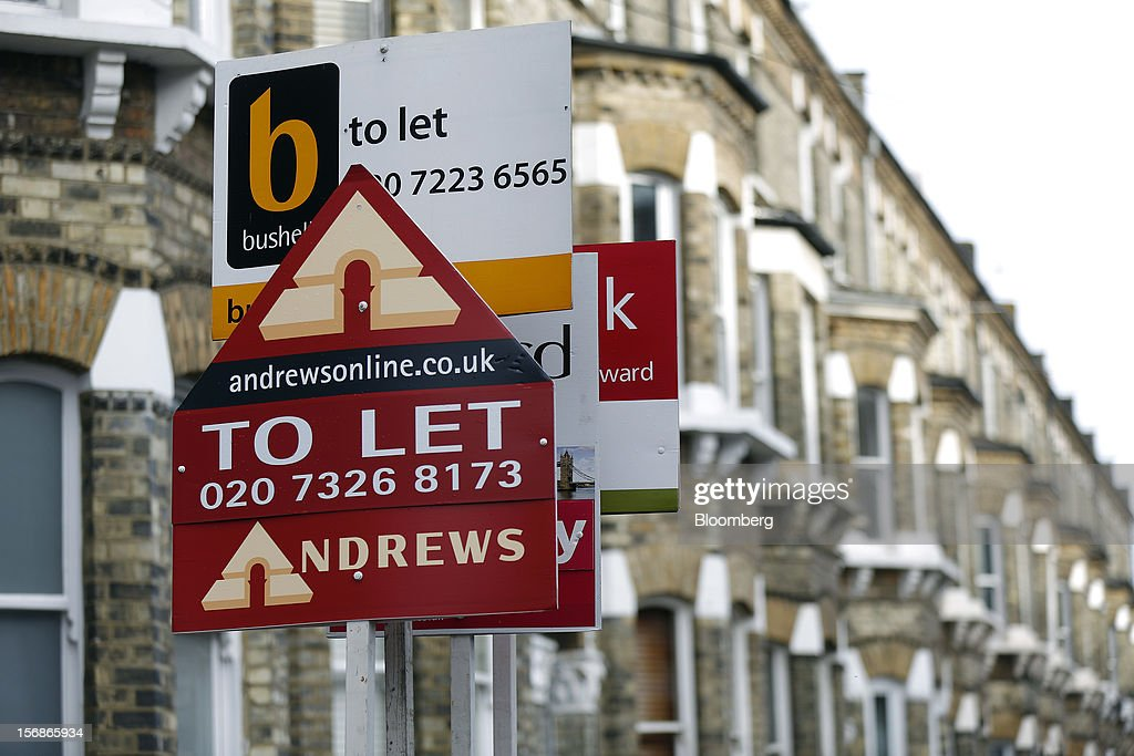 Estate agent signs advertising a rental property 'To Let' stand in the Battersea district of London, U.K., on Friday, Nov. 23, 2012. U.K. mortgage approvals rose to a nine-month high in October, the British Bankers' Association said. Photographer: Simon Dawson/Bloomberg via Getty Images