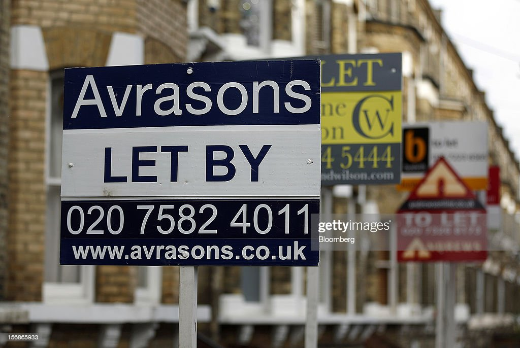 Estate agent signs advertising rental property 'To Let' and ''Let'' are seen in the Battersea district of London, U.K., on Friday, Nov. 23, 2012. U.K. mortgage approvals rose to a nine-month high in October, the British Bankers' Association said. Photographer: Simon Dawson/Bloomberg via Getty Images