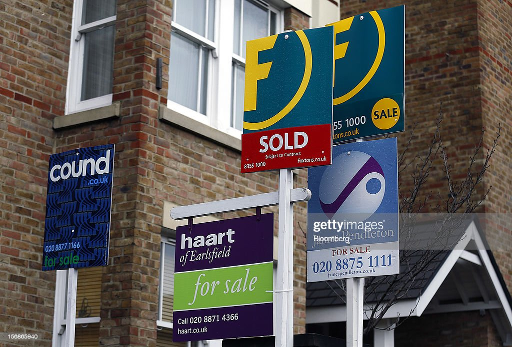 Estate agents' 'For Sale' and ''Sold' boards stand outside residential properties in the Wandsworth district of London, U.K., on Friday, Nov. 23, 2012. U.K. mortgage approvals rose to a nine-month high in October, the British Bankers' Association said. Photographer: Simon Dawson/Bloomberg via Getty Images