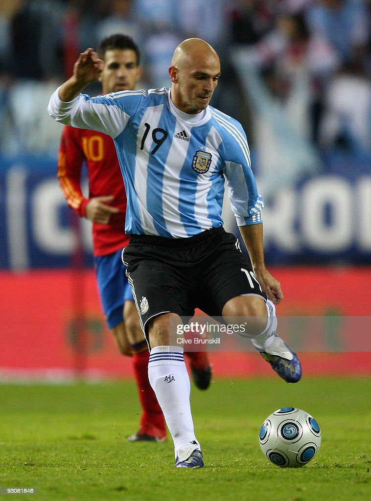 <a gi-track='captionPersonalityLinkClicked' href=/galleries/search?phrase=Esteban+Cambiasso&family=editorial&specificpeople=213561 ng-click='$event.stopPropagation()'>Esteban Cambiasso</a> of Argentina in action during the friendly International football match Spain against Argentina at the Vicente Calderon stadium in Madrid, on November 14, 2009 in Madrid, Spain.