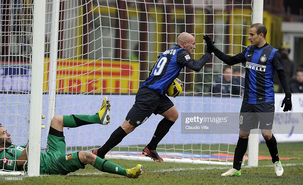 <a gi-track='captionPersonalityLinkClicked' href=/galleries/search?phrase=Esteban+Cambiasso&family=editorial&specificpeople=213561 ng-click='$event.stopPropagation()'>Esteban Cambiasso</a> of FC Inter (C) celebrates scoring their first goal during the Serie A match between FC Internazionale Milano and Genoa CFC at San Siro Stadium on December 22, 2012 in Milan, Italy.