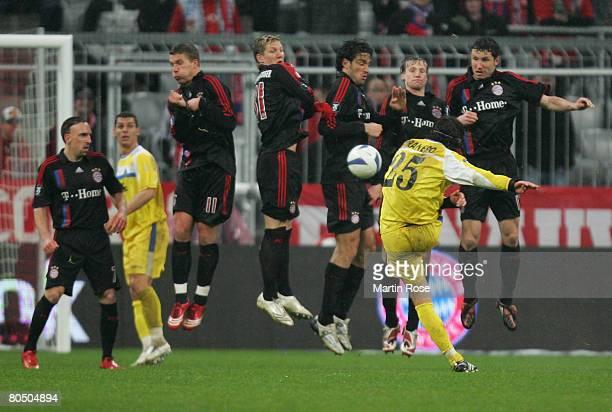 Esteban Granero of Getafe shoots a free kick during the UEFA Cup Quarter Final first leg match between Bayern Munich and Getafe at the Allianz Arena...