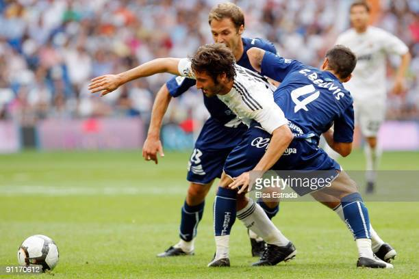 Esteban Granero of Real Madrid in action during the La Liga match between Real Madrid and Tenerife at Estadio Santiago Bernabeu on September 26 2009...