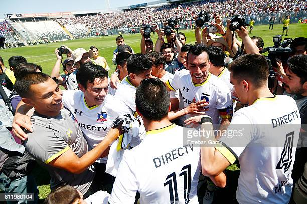 Esteban Paredes of Colo Colo celebrates with teammates after a match between Colo Colo and Universidad de Chile as part of round 8 of Torneo Apertura...
