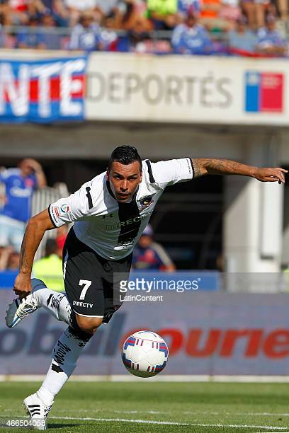 Esteban Paredes of Colo Colo controls the ball during a match between U de Chile and Colo Colo as part of round 11 of Torneo Clausura 2015 at Julio...