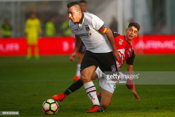 Esteban Paredes of Colo Colo struggles for the ball with Cristian Rojas of Antofagasta during a match between Colo Colo and Deportes Antofagasta as...