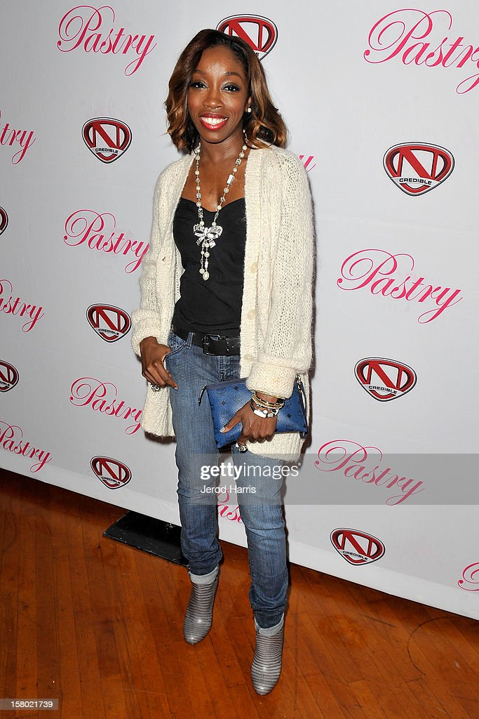 Estelle arrives at Pastry Shoes 'Skate & Donate' benefitting Toys For Tots on December 8, 2012 in Glendale, California.