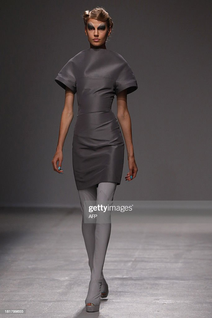 Estonian model Elisabeth Erm presents a creation by British fashion designer Gareth Pugh during the 2014 Spring/Summer ready-to-wear collection fashion show, on September 25, 2013 in Paris.